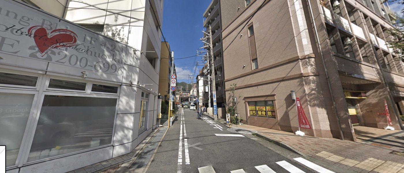 神戸校の道順写真 左折後の直進方向