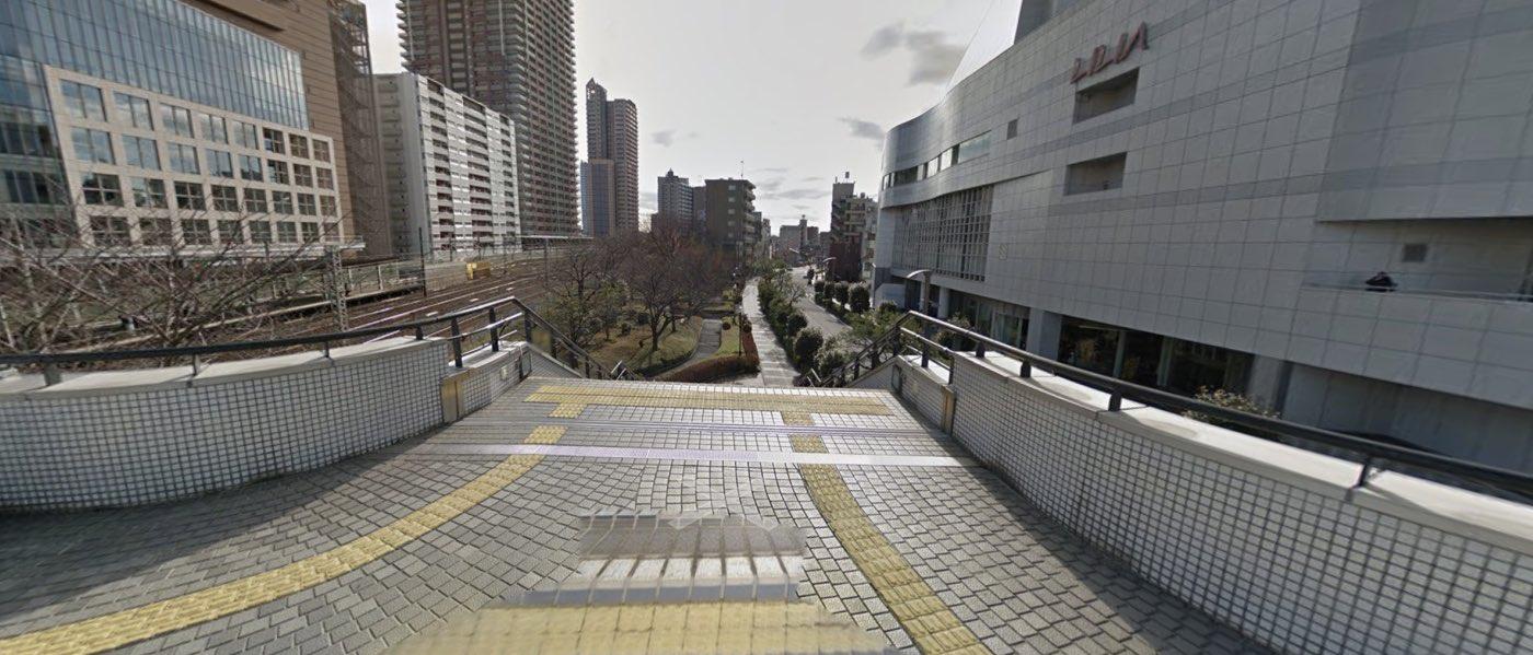 川口教室の道順写真 遊歩道を降りる階段
