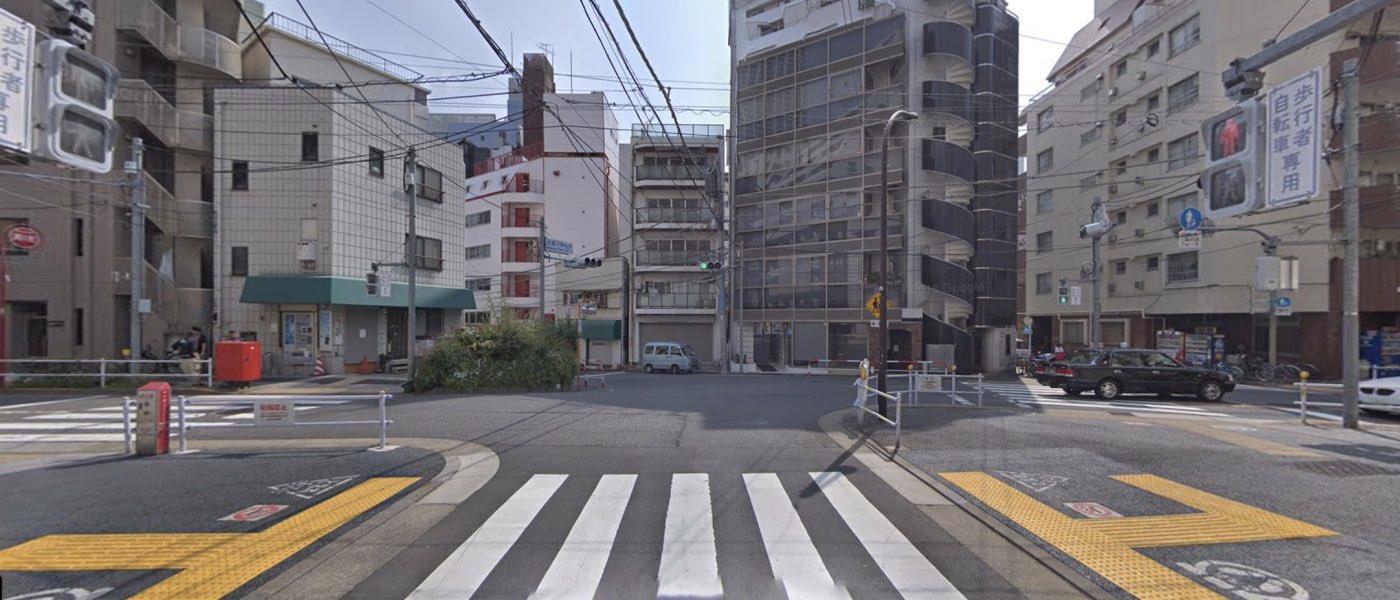 新宿校の道順写真 3回目の交差点(ほぼ直進)