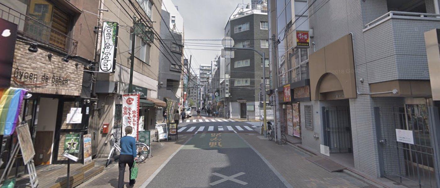 新宿校の道順写真 2回目の進路変更(右折)の交差点