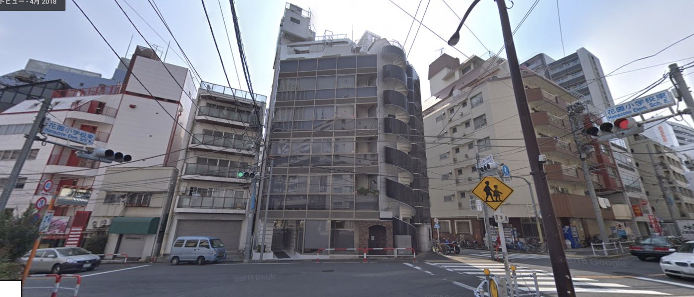 新宿校の道順写真 ビル前(クレスト御苑)
