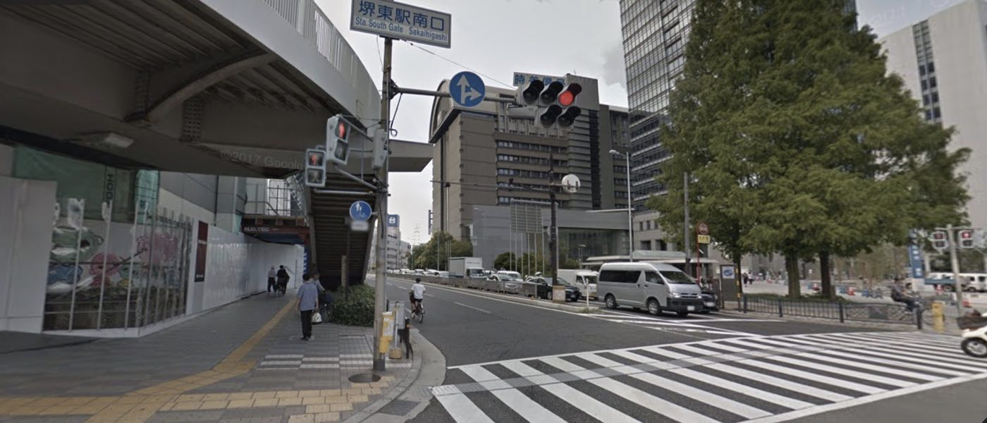 堺東校の道順写真 1つ目の交差点(堺東駅南口)